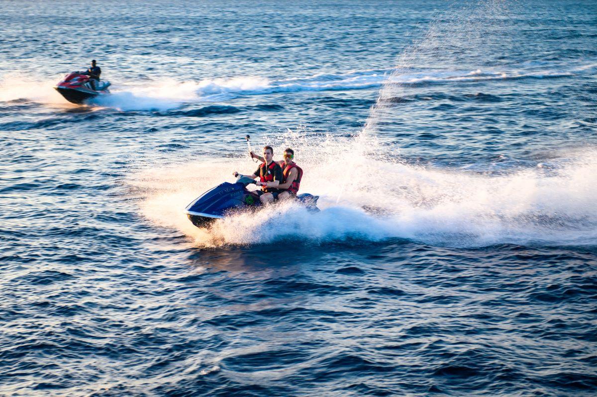 jet skis on anna maria island ocean
